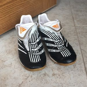 Very Nice Adidas Men's Indoor Soccer Shoes Size 9